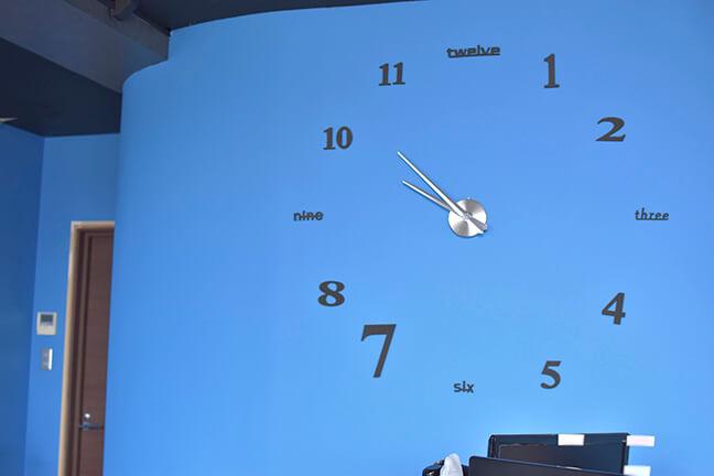 ジョイントメディアの役員室の時計