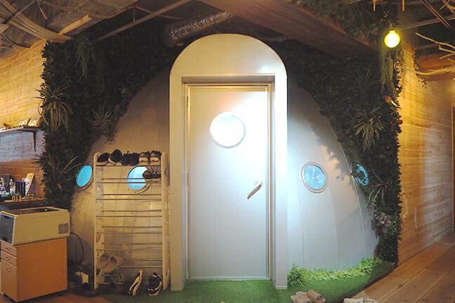 ジョイントメディアの宇宙船の扉