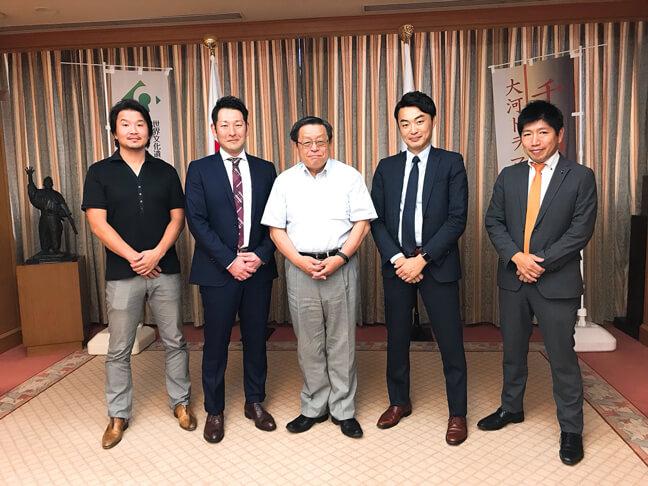 作ろう堺市民球団が堺市長に表敬訪問