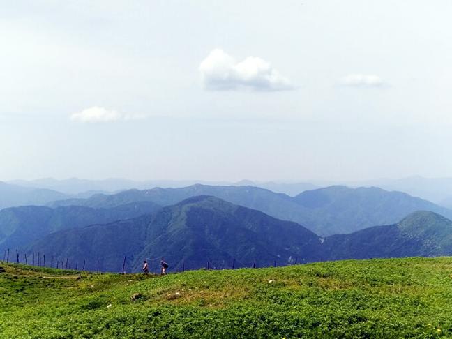 伊吹山山頂の風景を楽しむジョイントメディア旅部