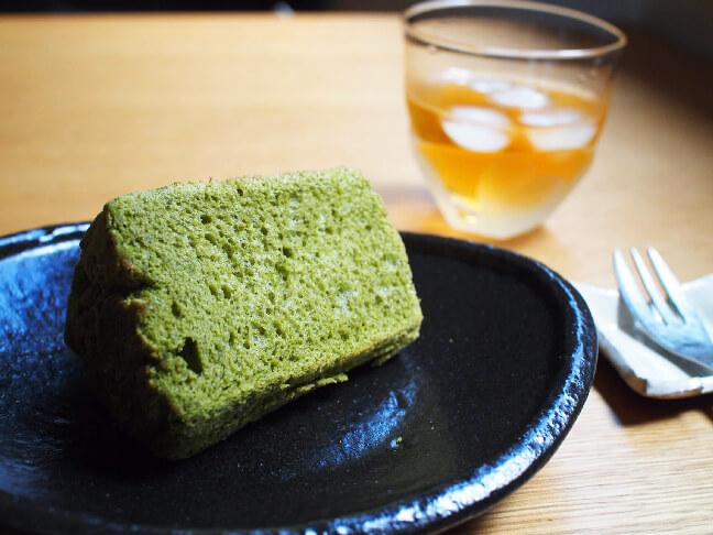 濃い茶のシフォンケーキ