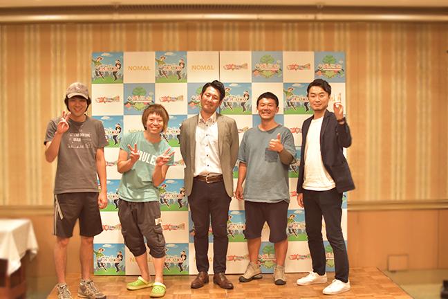 ジョイントメディアとつくろう堺市民球団とイロタス建築工房と株式会社NOMALで記念撮影
