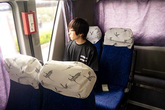 バスの中で物思いにふけるヨッシー1