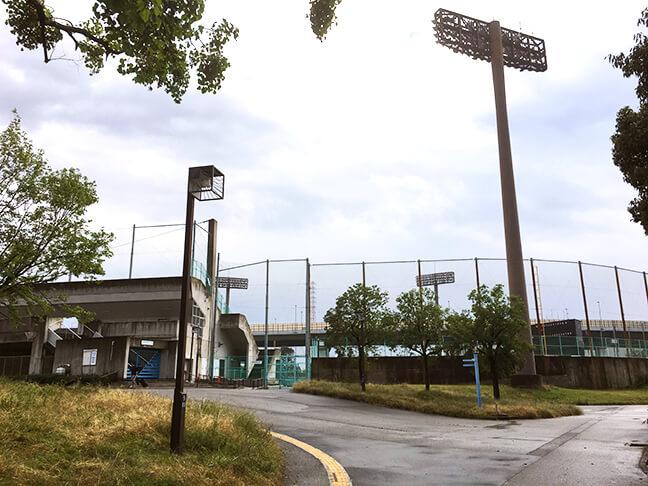 南港中央野球場に到着