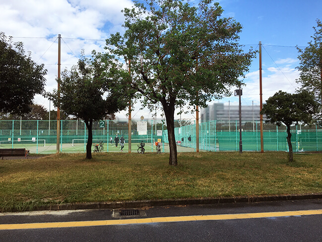 南港中央野球場隣りのテニスコート
