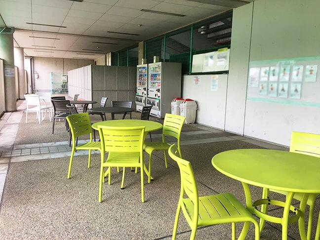 南港中央野球場の休憩スペース南港サロン2
