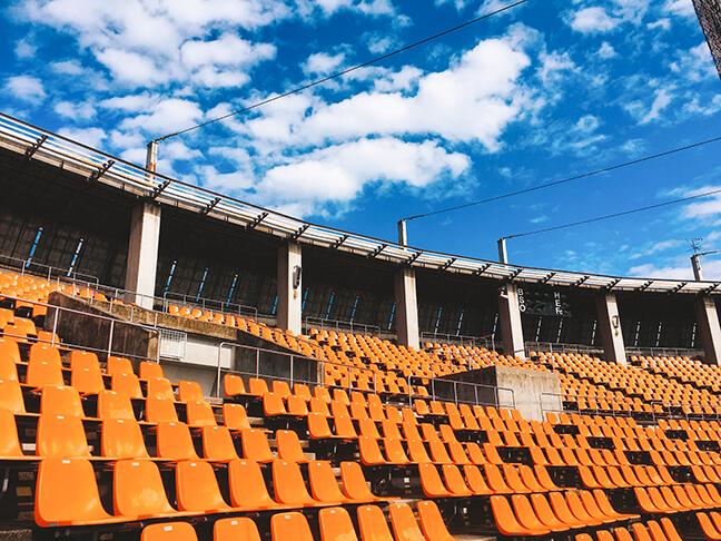 南港中央野球場の内野席2
