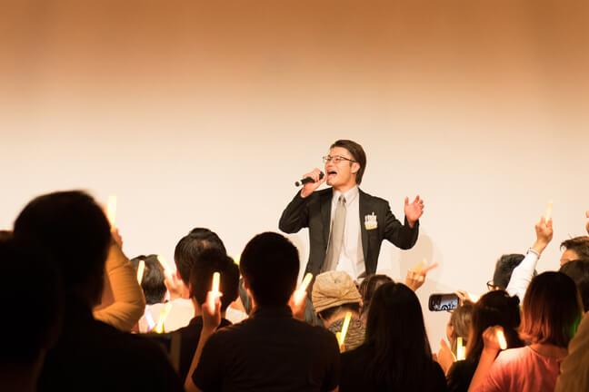 ステージで歌ってくれた部長