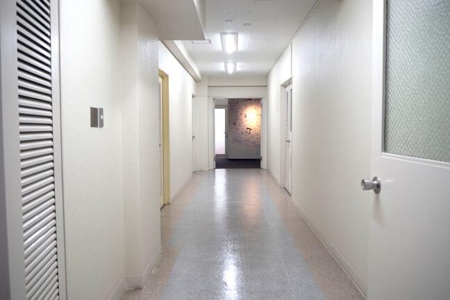 事務所前の廊下