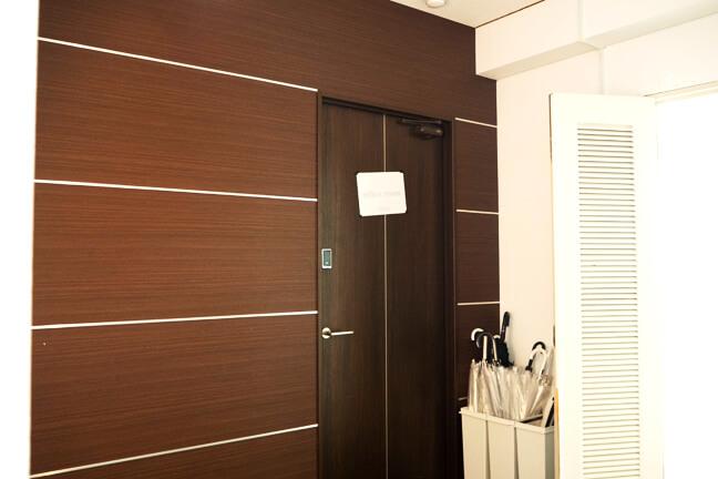 オフィスルームの扉