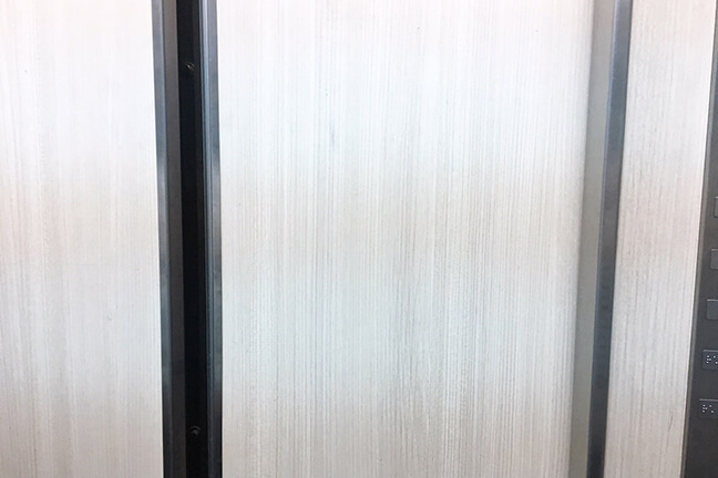 エレベーターの中